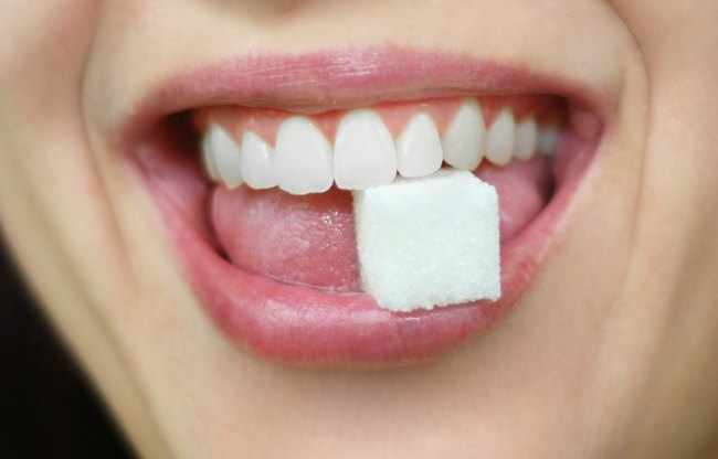 como afecta el azucar en los dientes