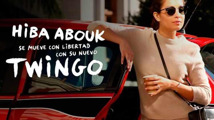 Hiba Abouk se mueve con libertad con su nuevo Twingo