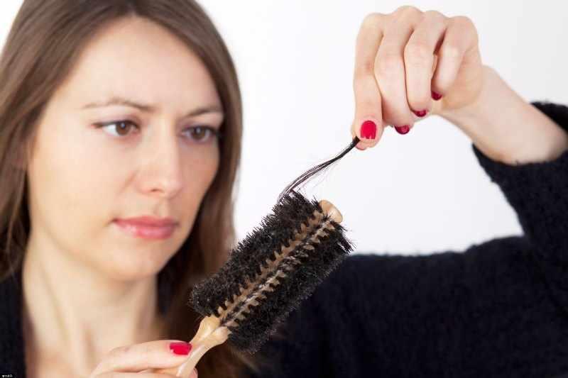 caida de cabello en mujeres adultas